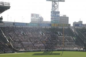 向い側の横浜アルプス席は試合終了まで8割程度の入りでした。