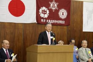 満場の拍手で東京丸高会の新会長に就任した山下さん(S45)です。